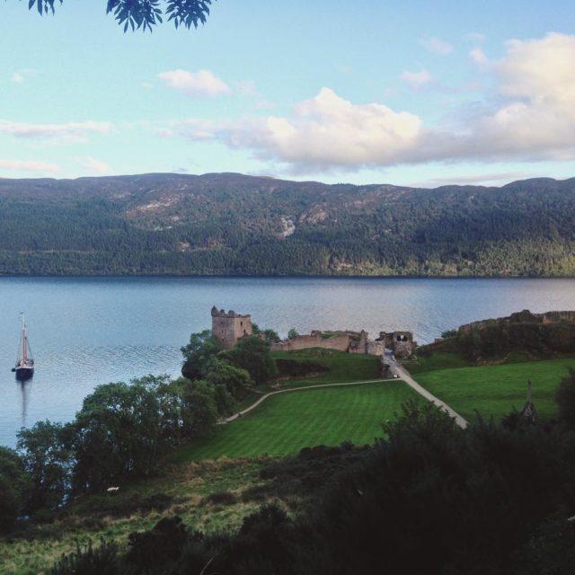 O Castelo de Urquhart nas margens do Lago Ness jhellip